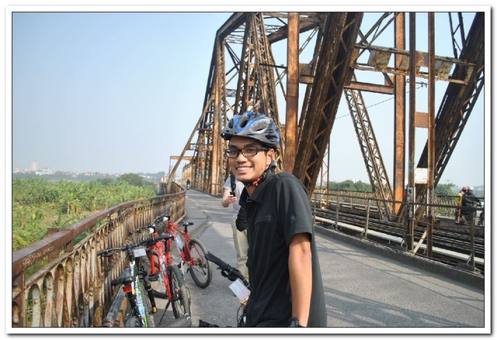 Bike riding in Ha Noi outskirts