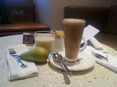 VA LHR Upper Class Lounge - latte, soy milk, pear
