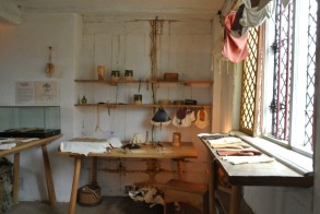 Shakespeare father worked as a glovemaker and then later mayor - The Glover's Workshop